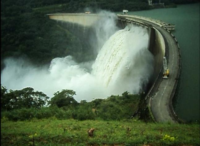Victoria Dam Spill gates open